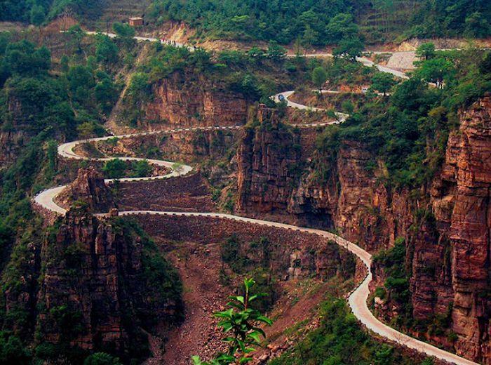 Самые страшные и опасные дороги мира