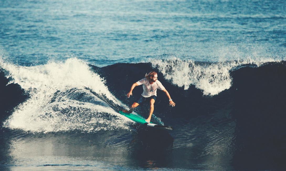 Занятие серфингом на Шри-Ланке