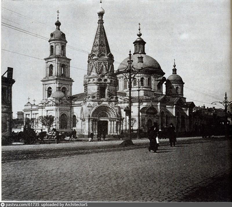 1913 год. Вся 1-я Тверская улица, от Триумфальной площади до Тверской заставы была вымощена брусчаткой.