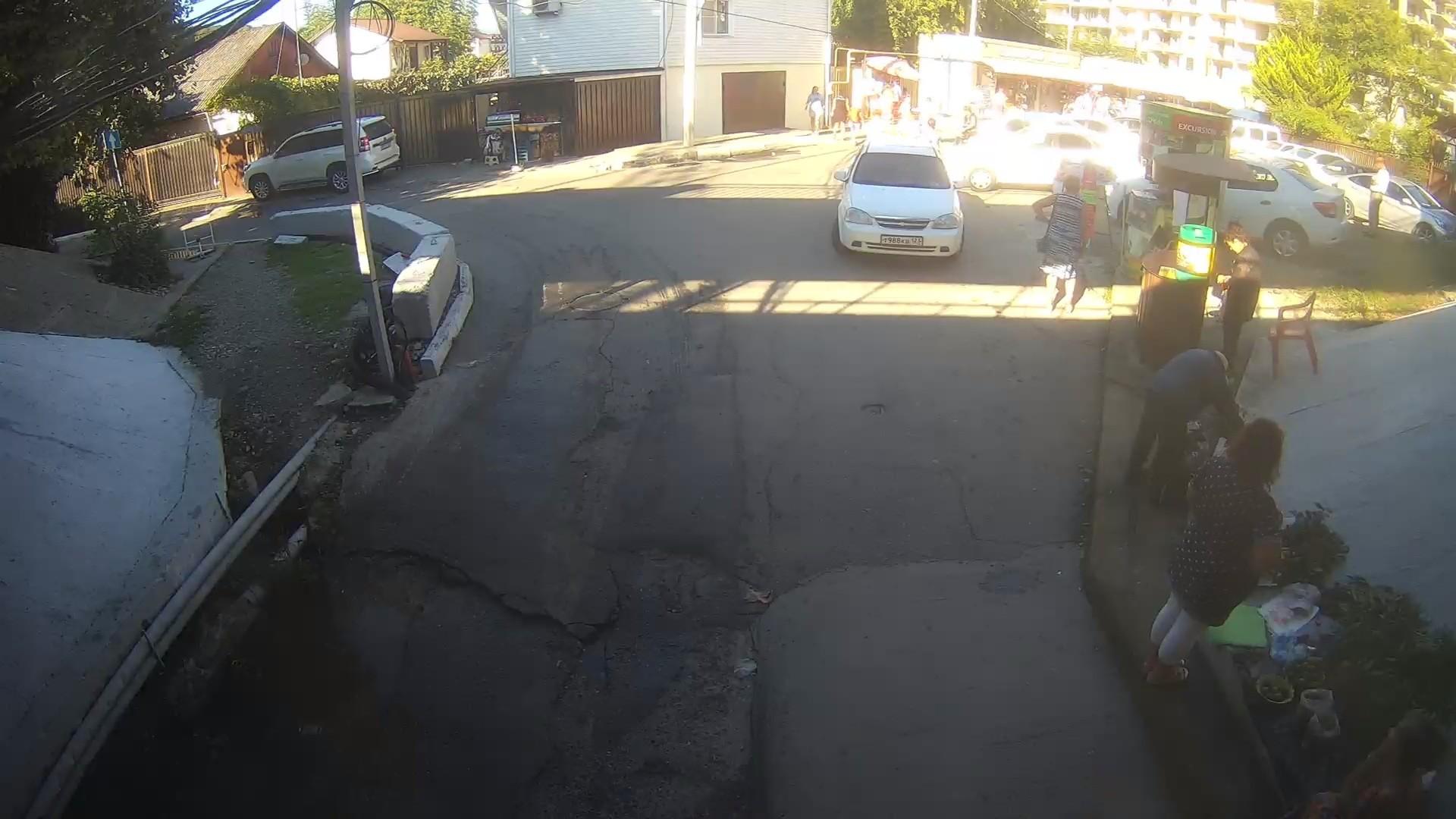 Вебкамера на ул. Летняя, въезд на пляж Дагомыса