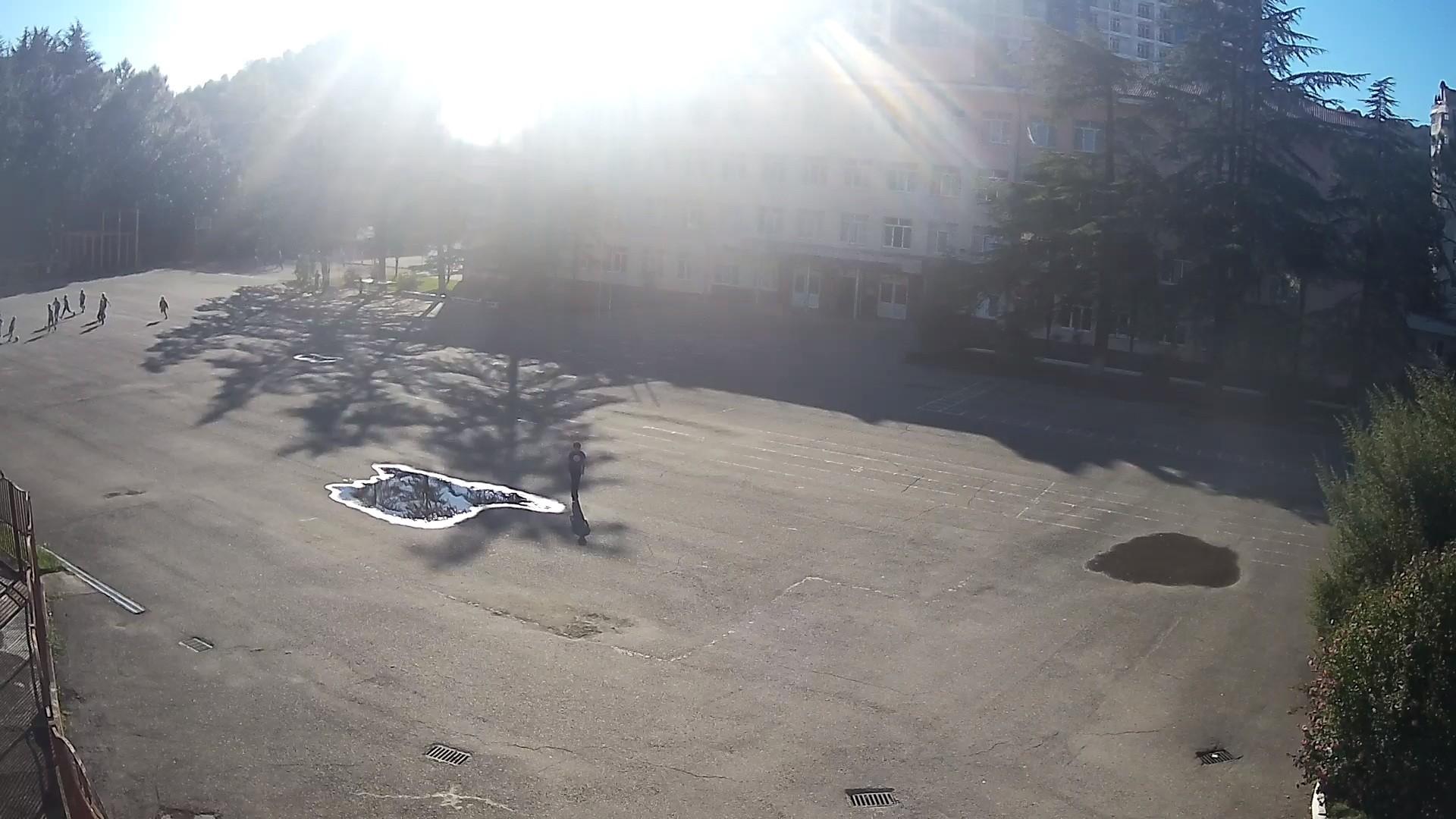 Вебкамера в Дагомысе, Школа №76, вид на площадь