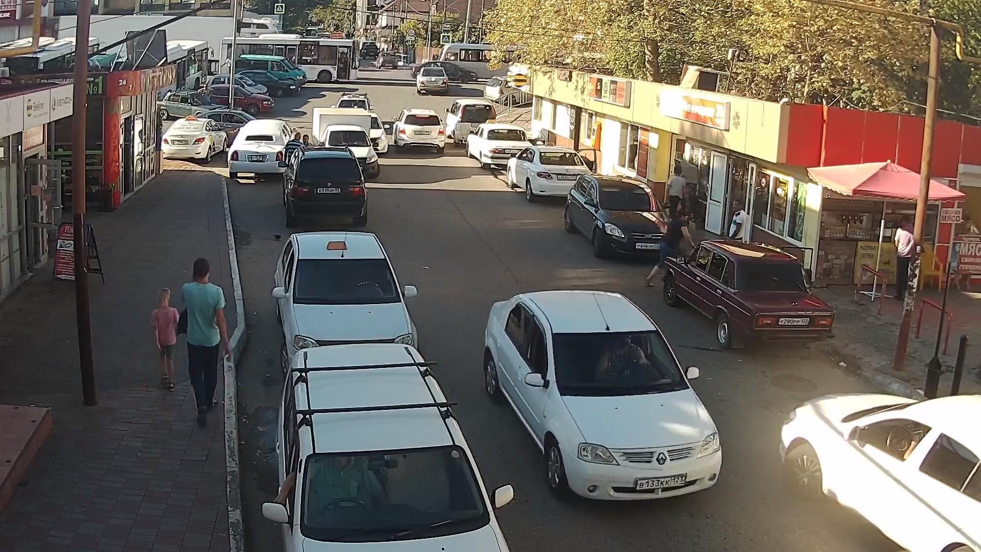 Вебкамера в Дагомысе, перекресток ул. Армавирской и Батумского шоссе