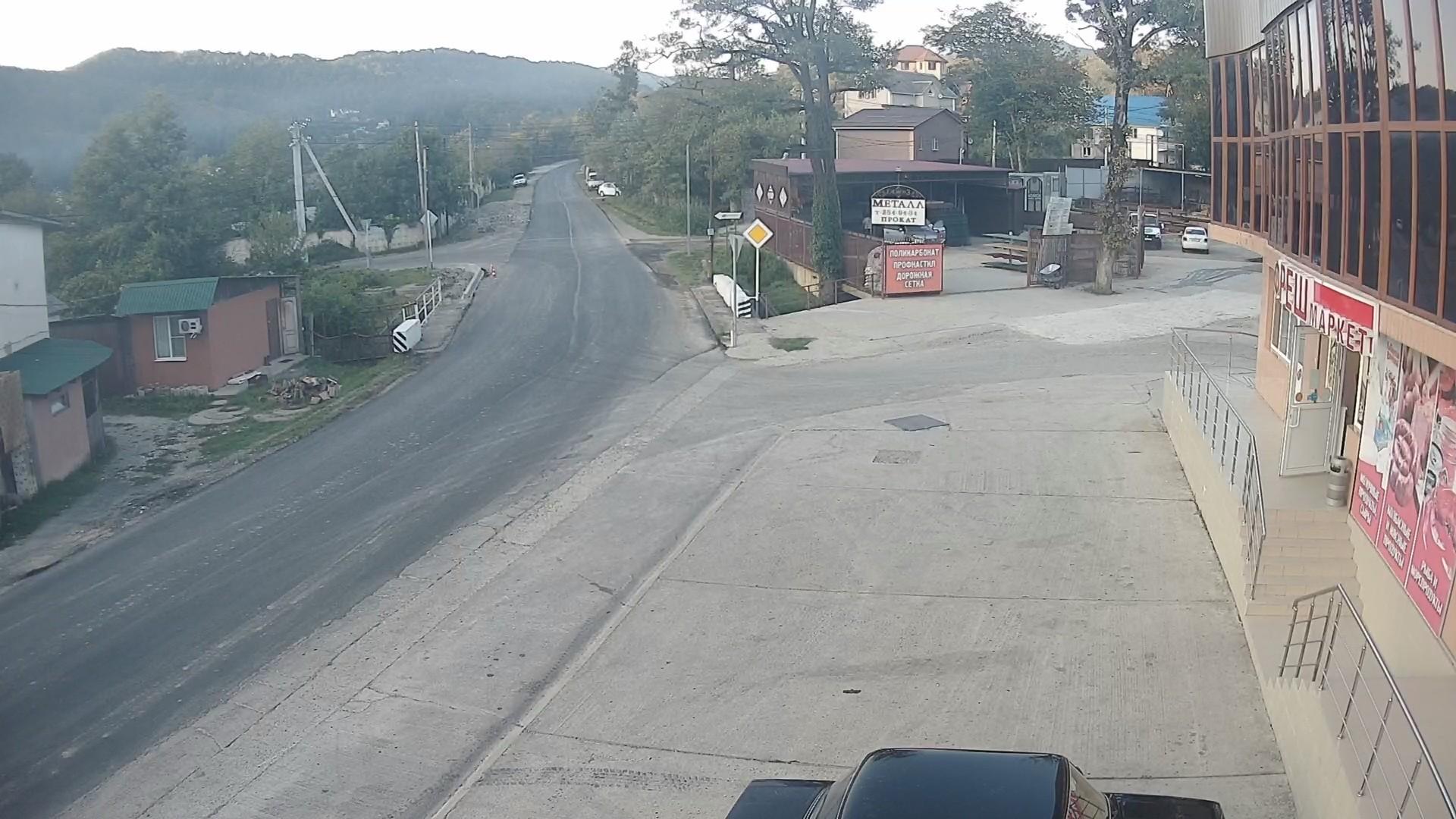 Вебкамера в пос. Дагомыс, Барановское шоссе, остановка «Питомник» 1