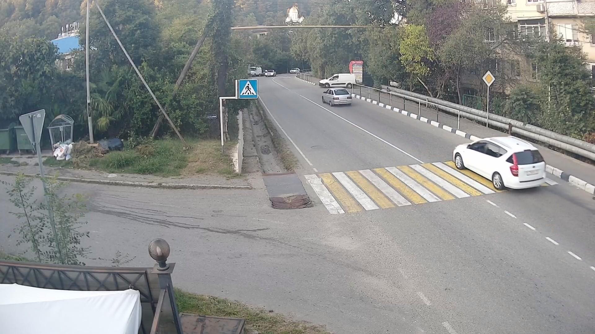 Вебкамера на перекрестке ул. Армавирская и ул. Перевальная пос. Дагомыс
