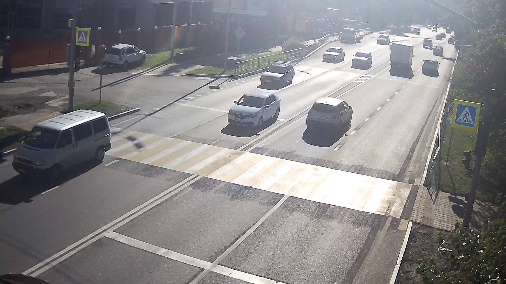 """Вебкамера на остановке """"Пасека"""", пешеходный переход пос. Дагомыс"""