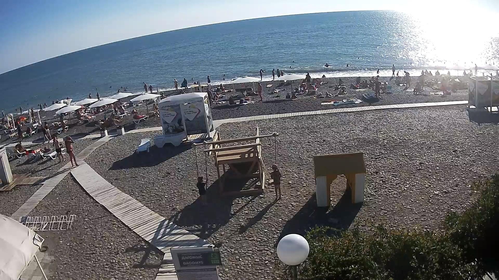 Веб-камера на пляже в Дагомысе, вид на причал