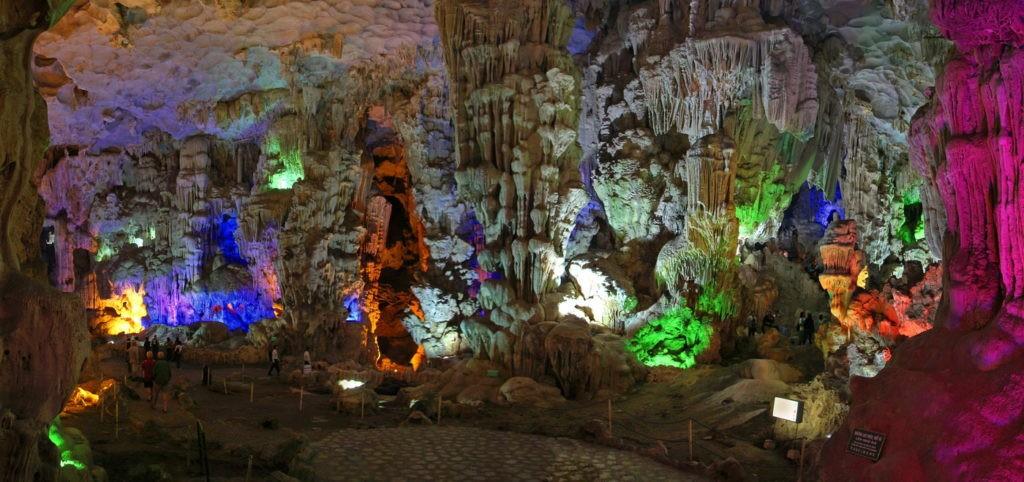 Бухта Халонг пещеры