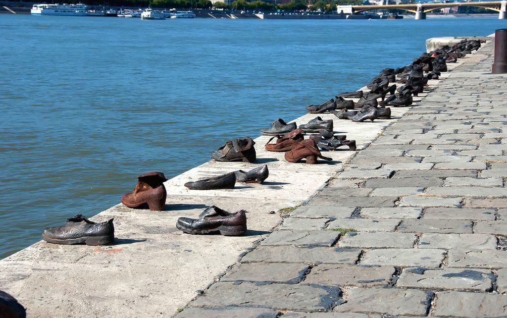 Туфли на набережной