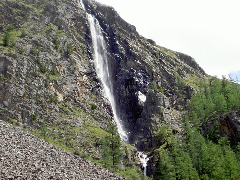 Водопад Текелю в Алтайском крае