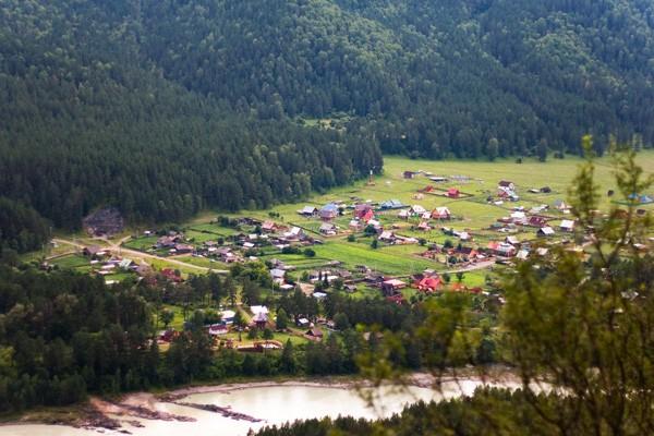 Поселок Аскат в Горном Алтае