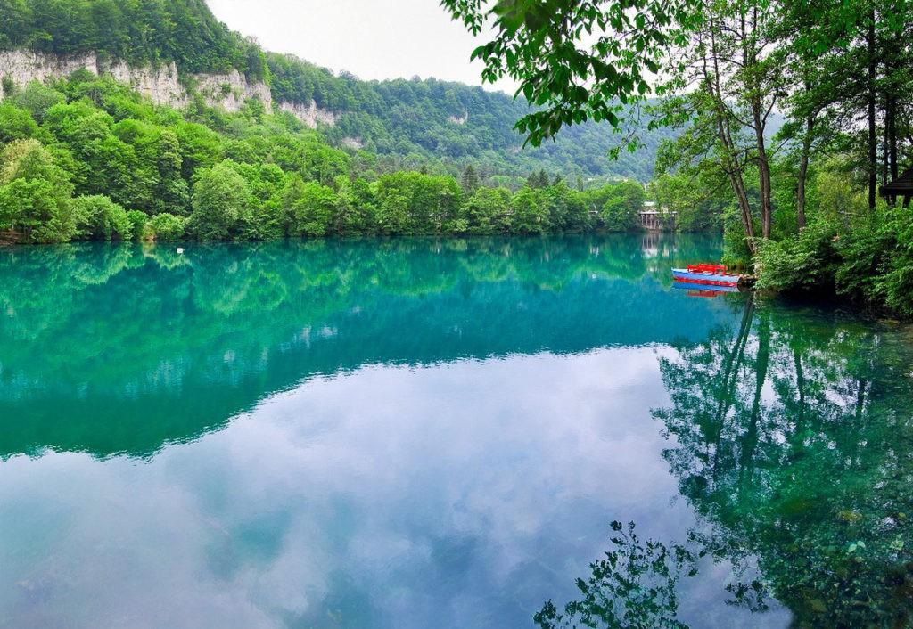 голубое озеро карстового водоёма