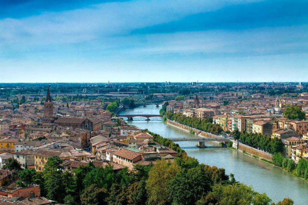 Город Верона в Италии фото
