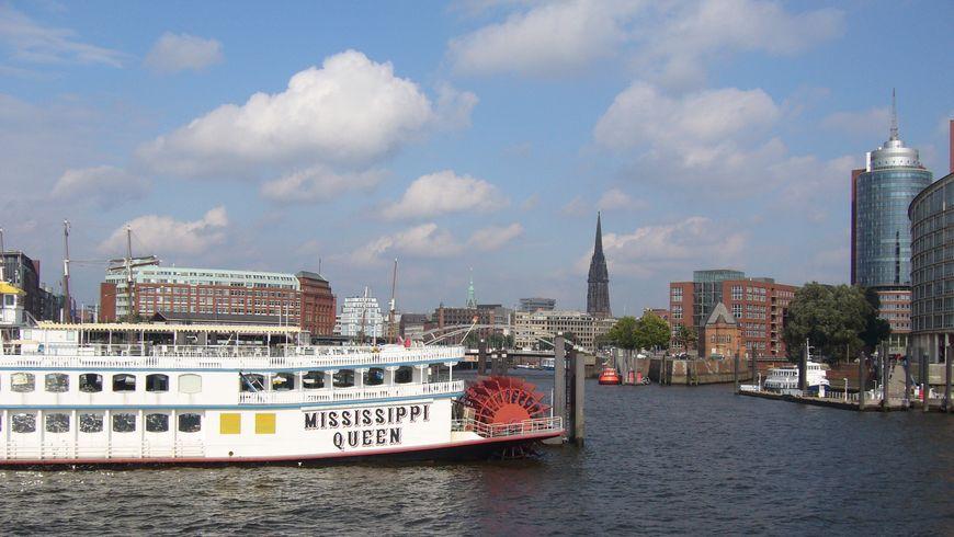 Прогулка на кораблике по портовой гавани и каналам - экскурсии