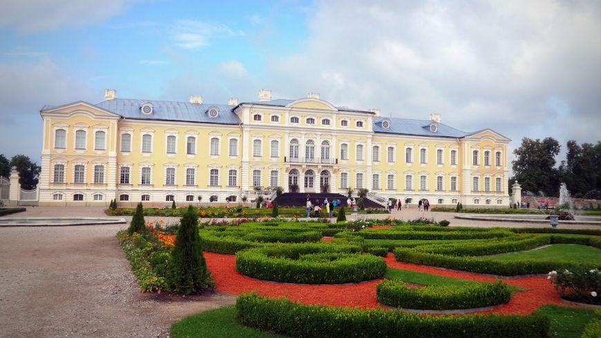 Рундальский дворец и Бауский замок — застывшая музыка прошлого - экскурсии