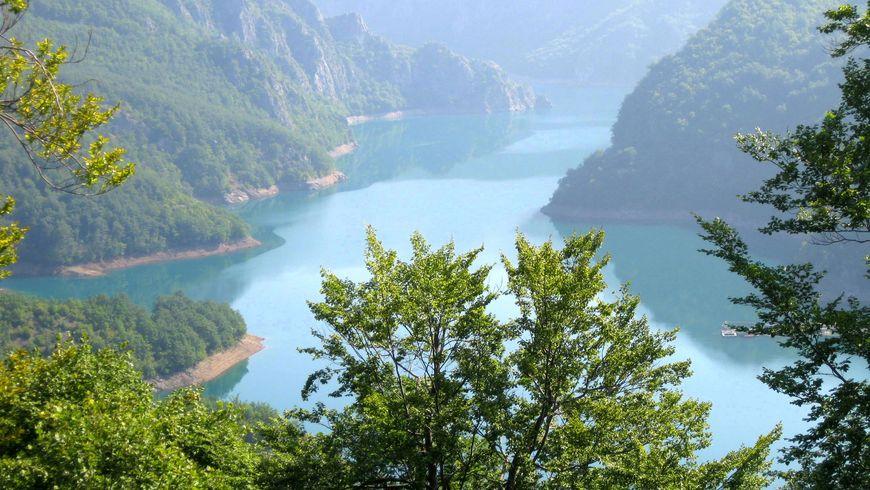 Путешествие на Пивское озеро - экскурсии