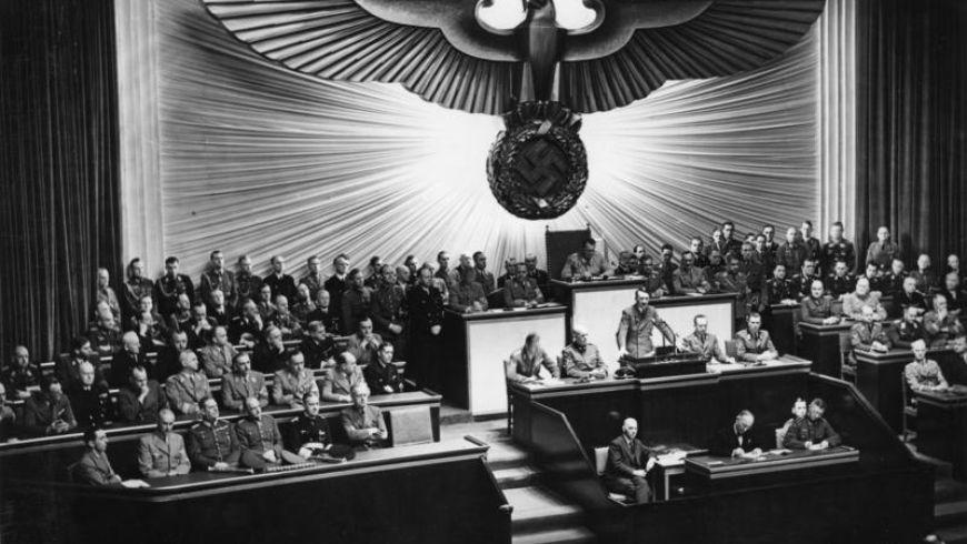 Как Гитлеру удалось подчинить целую нацию - экскурсии