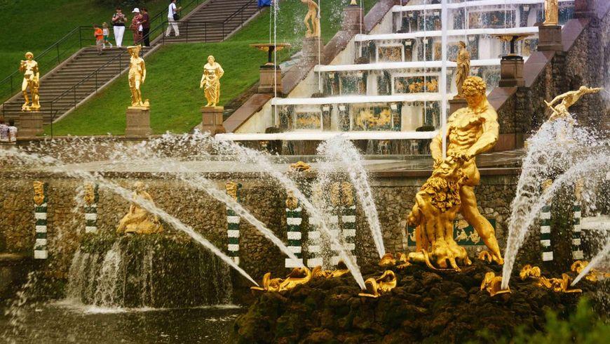 Летят алмазные фонтаны Петергофа - экскурсии