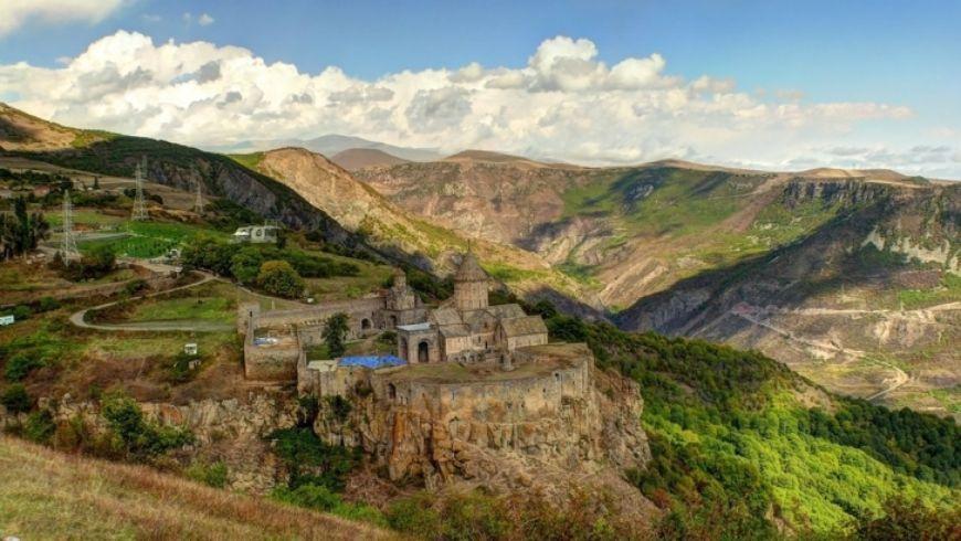 Традиции средневековой Армении в монастыре Татев - экскурсии