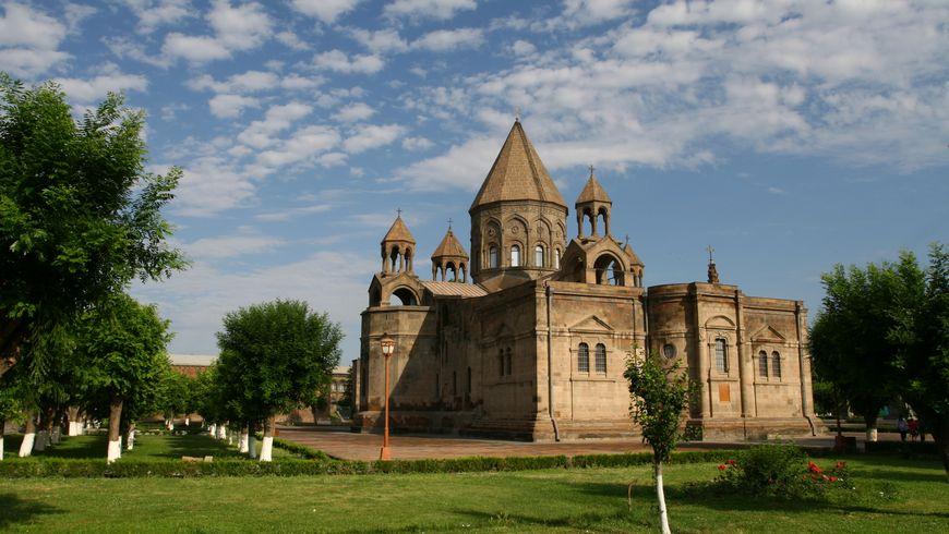 По главным христианским местам Армении. Эчмиадзин и Звартноц - экскурсии