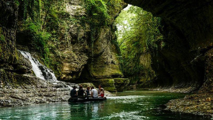 Путешествие в каньон Мартвили и пещеру Прометея - экскурсии