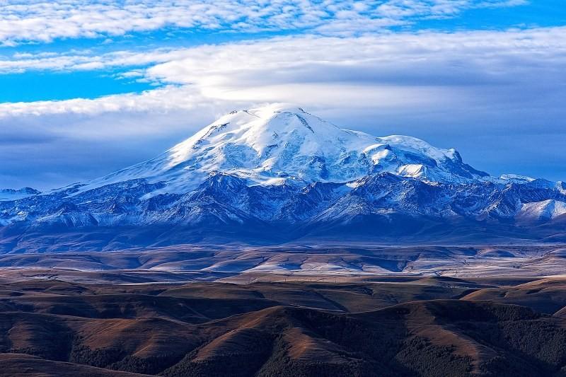 Высочайшая вершина Европы - гора Эльбрус