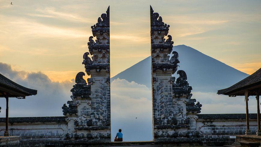 Храм тысячи ступеней Пура Лэмпуян - экскурсии