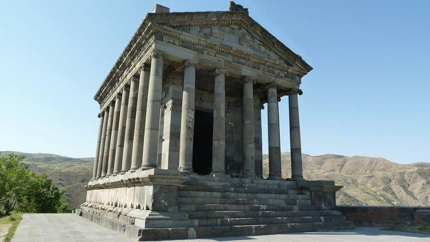 Языческий храм Гарни и монастырь Гегард - экскурсии