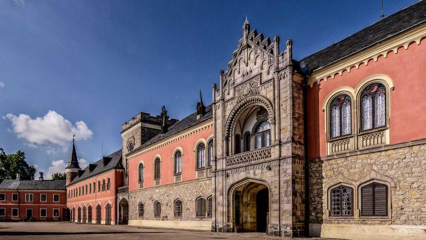 Резной замок Сихров и колоритный Турнов - экскурсии