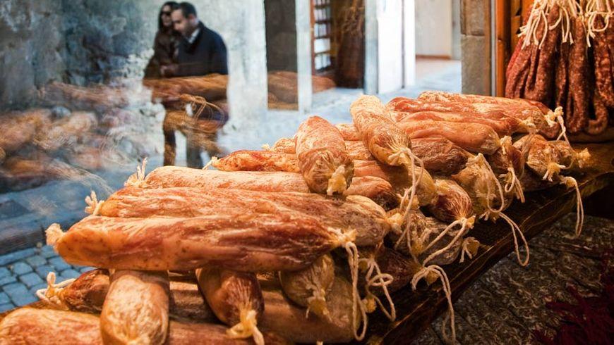 Поездка на лучшую сыроварню Пиренеев и в мясную столицу Каталонии - экскурсии