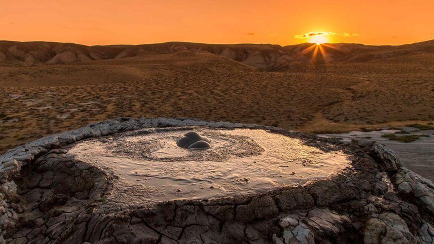 Грязевые вулканы инаскальные рисунки Гобустана - экскурсии