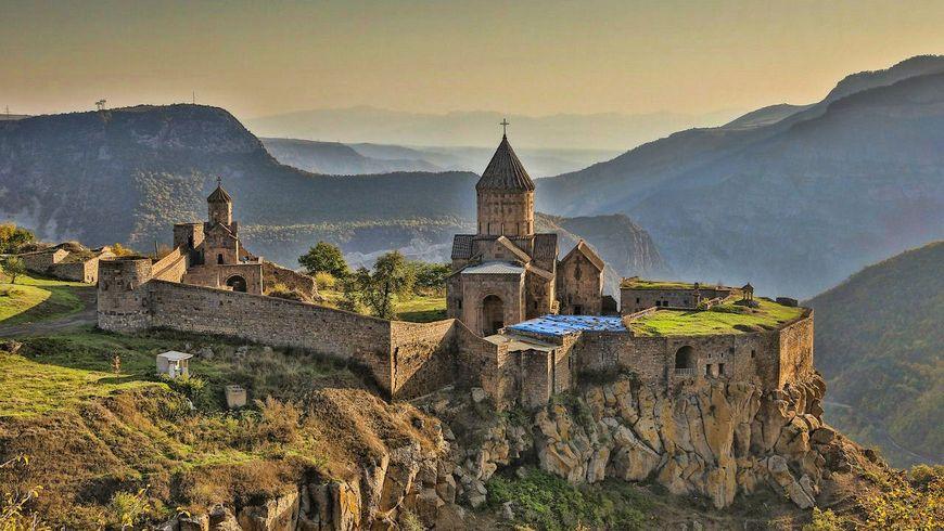 Путешествие к монастырям Хор Вирап и Нораванк - экскурсии