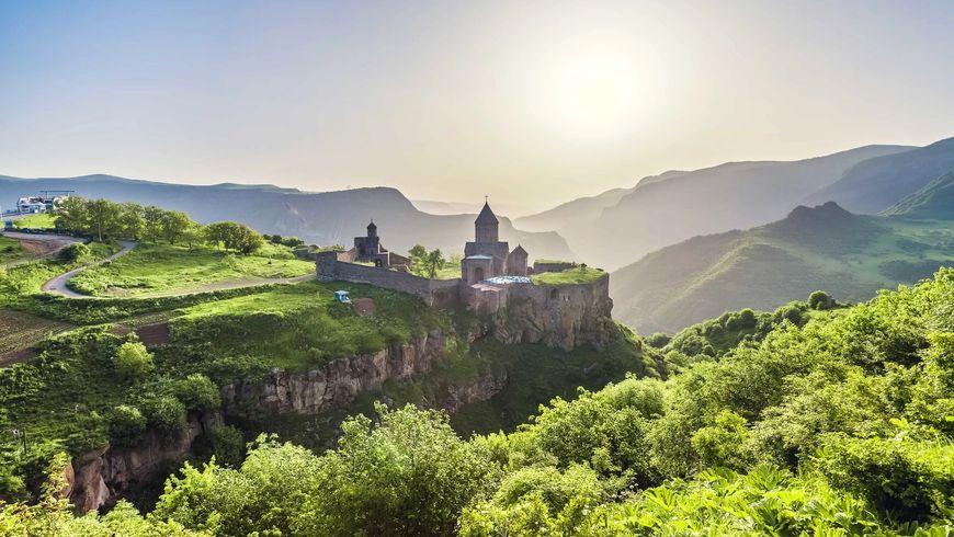 Путешествие в пещерный город и монастырь Татев - экскурсии