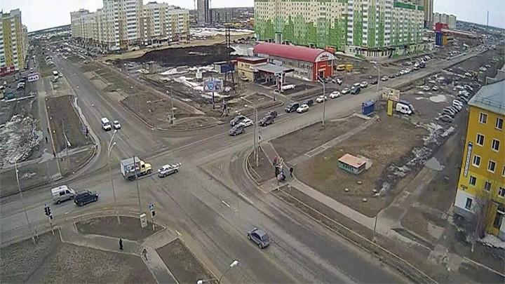 Веб-камера на перекрёстке Мира - Ханты-Мансийской