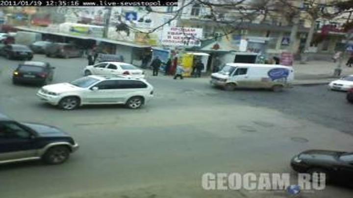 Веб-камера на перекрестке улиц Очаковцев и Адмирала Октябрьского