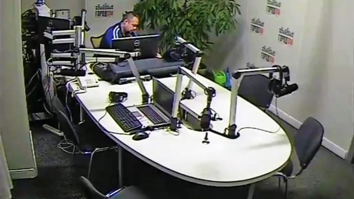 Веб-камера в студии радио Город ФМ (Ижевск 105.7 FM)