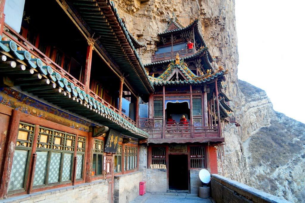Висячий монастырь Сюанькун Сы в Китае