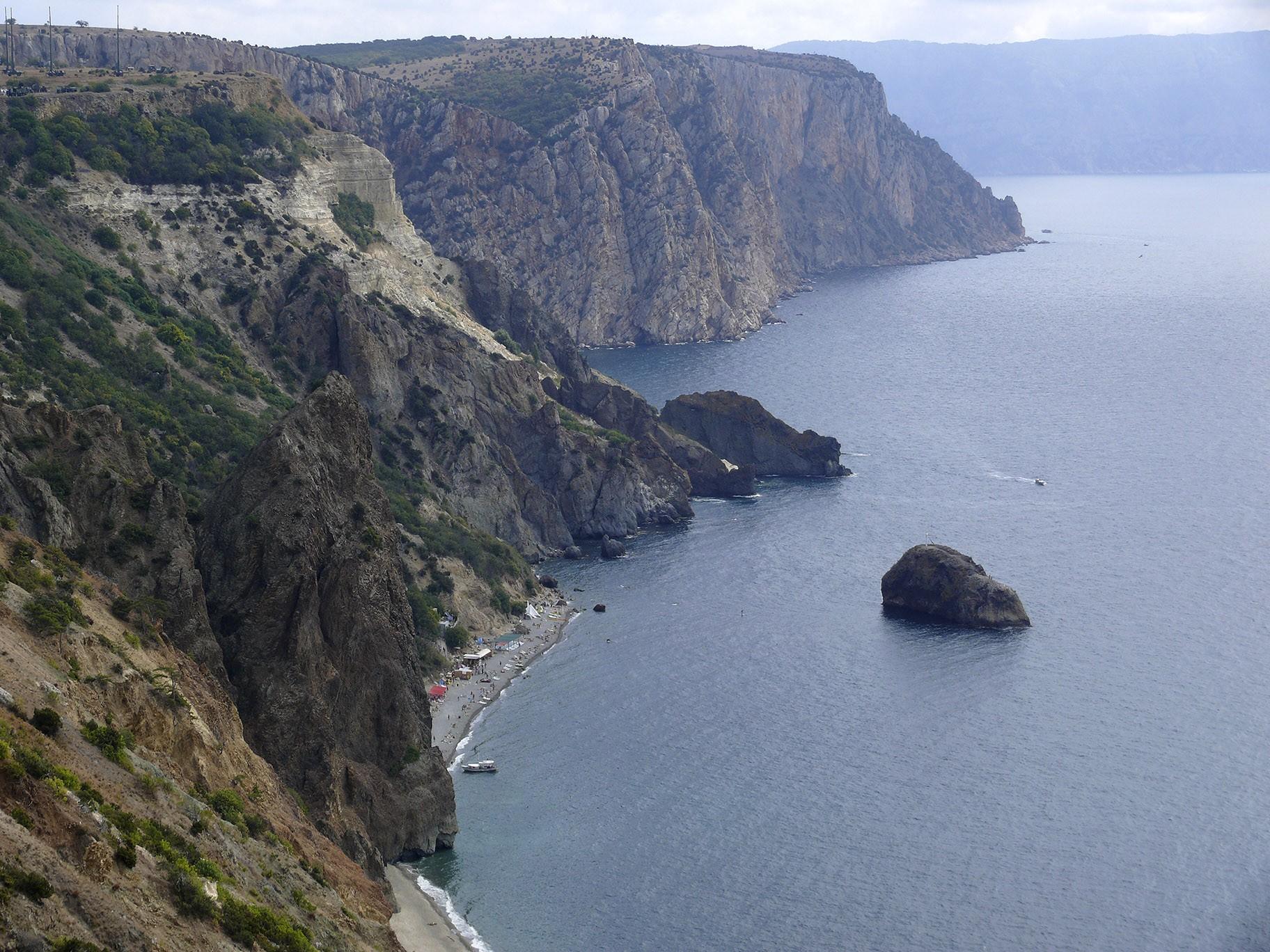 Георгиевская скала и Яшмовый пляж