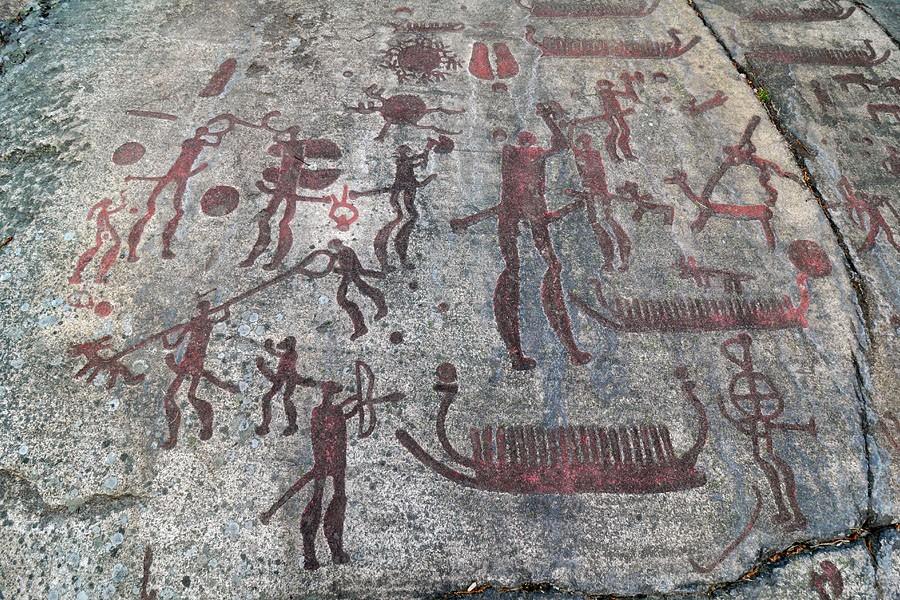 Наскальные рельефы в Тануме