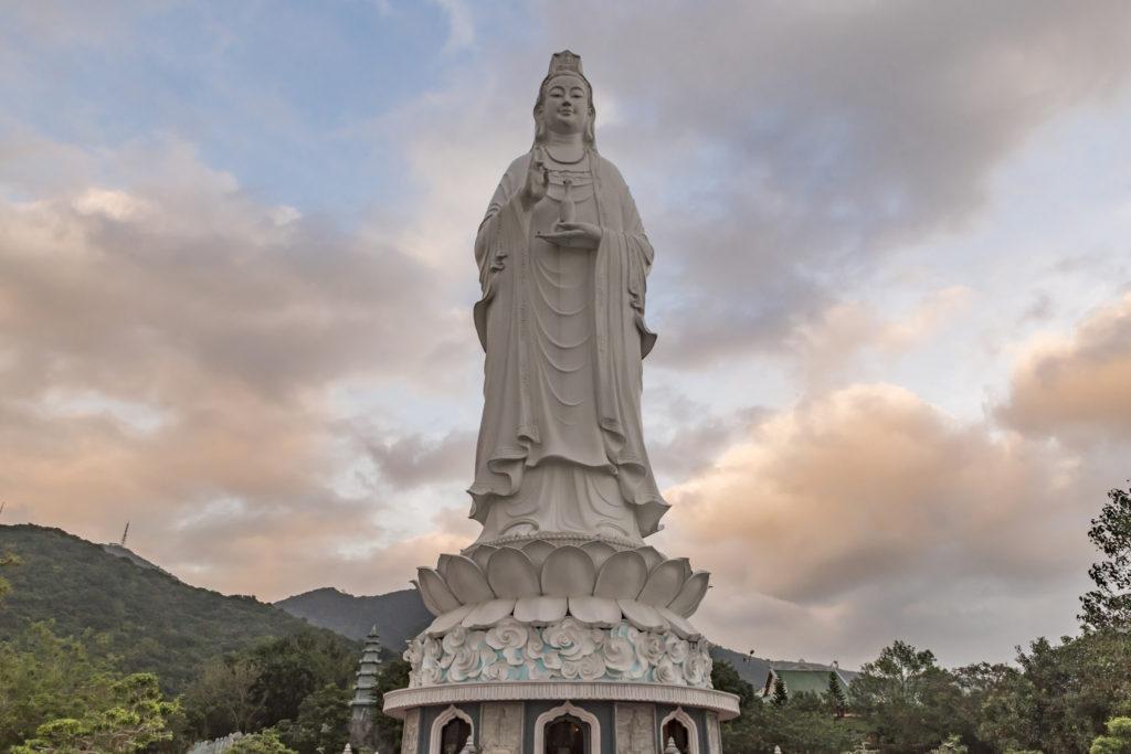 Статуя Леди Будды