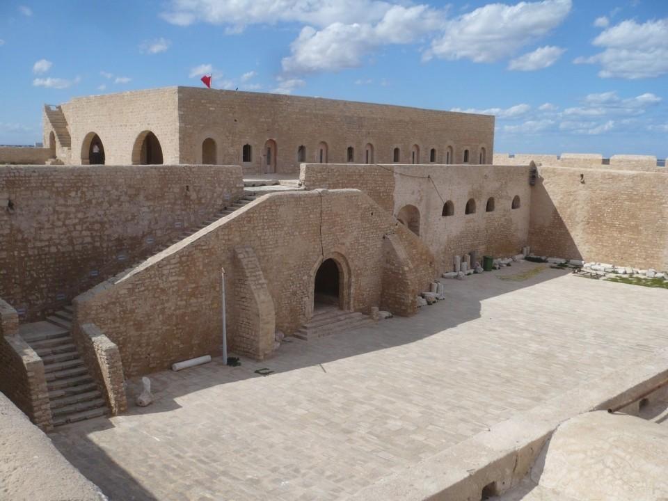Крепость Бордж эль-Кебир