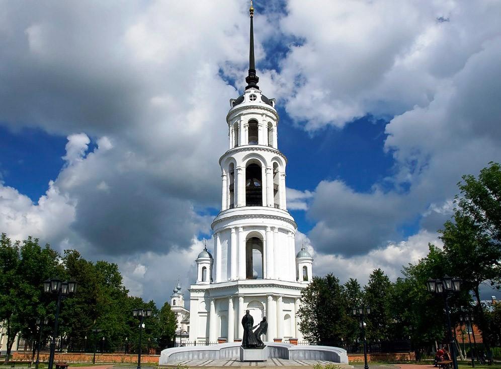 Воскресенский собор с колокольней в п. Шуя