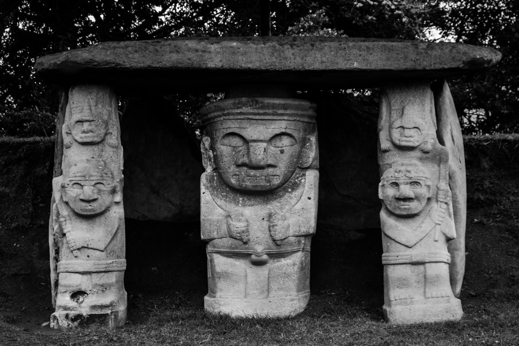 Каменные изваяния Сан-Агустин