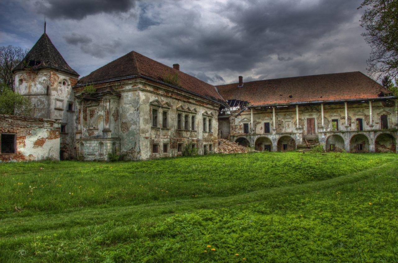 Поморянский дворец