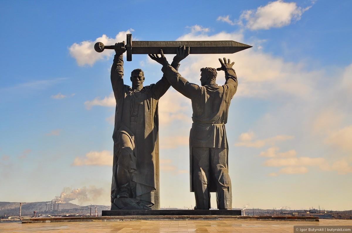 Памятник Тыл – фронт