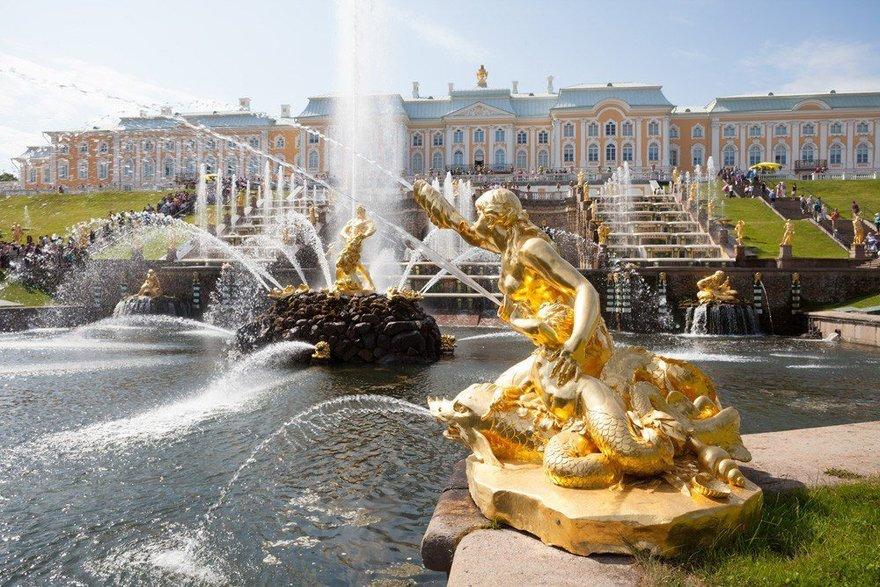 Феерия фонтанов в Петергофе