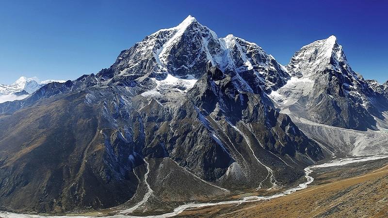 В какой стране находится Эверест